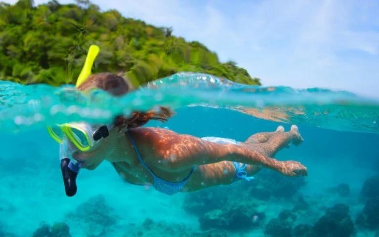 กิจกรรมอาสากึ่งท่องเที่ยว กับทริปเก็บขยะชายหาด ณ เกาะไก่เตี้ย